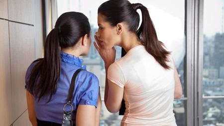 悪口を言う人と悪口を聞く人