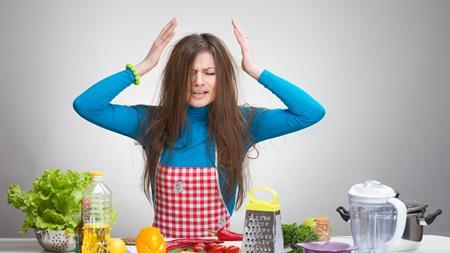 不健康な食生活や生活習慣は感情の起伏を激しくさせる原因の一つ