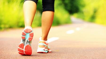 軽い運動で体を動かす