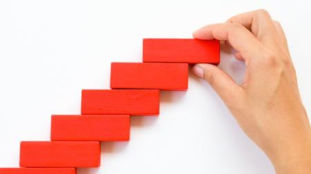 実現のためのステップを計画する