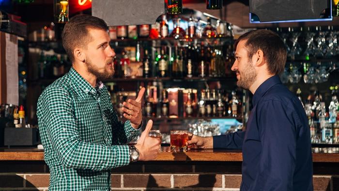 バーや居酒屋などで他人に聞いて貰い諦める