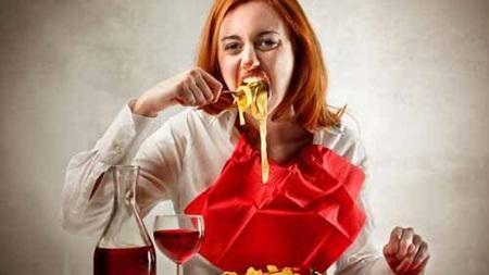 食べ方が汚い下品な女