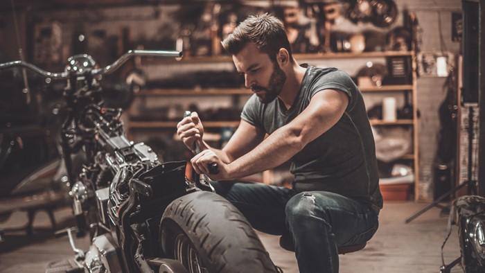 やっぱりメカが好き!バイクや車が趣味の男性