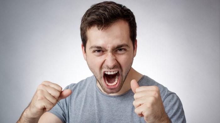 怒りっぽいから比べる。攻撃したい心理