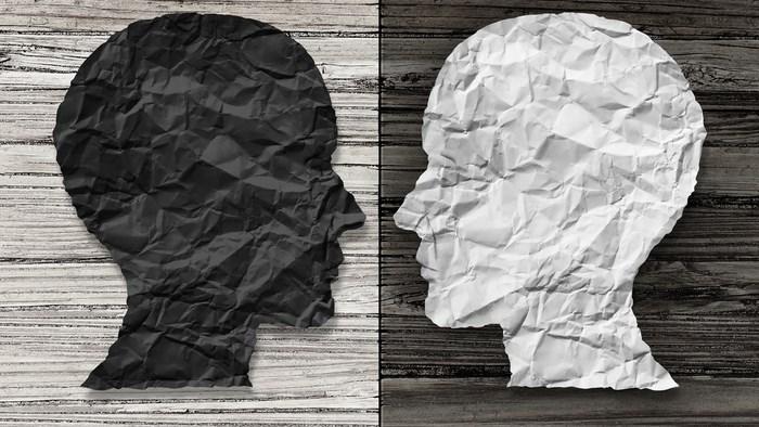 二極化の思考から比べる!白黒つけたいグレーはいやだ!