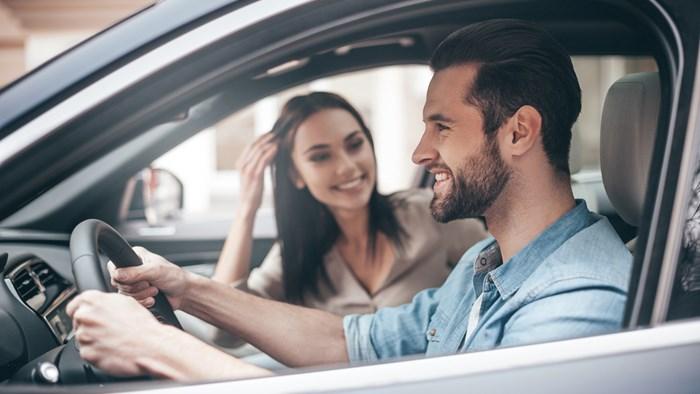 彼氏とのドライブデートの時がチャンス!どこのメーカーの車か要チェック
