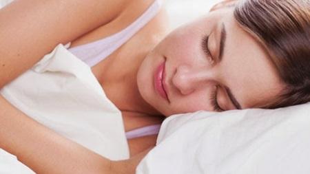 十分な睡眠と栄養補給も重要