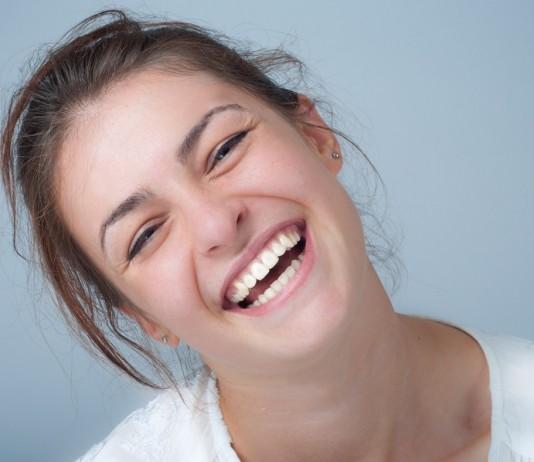 笑顔の効果で自分も周囲も幸せになれる笑顔力とは?